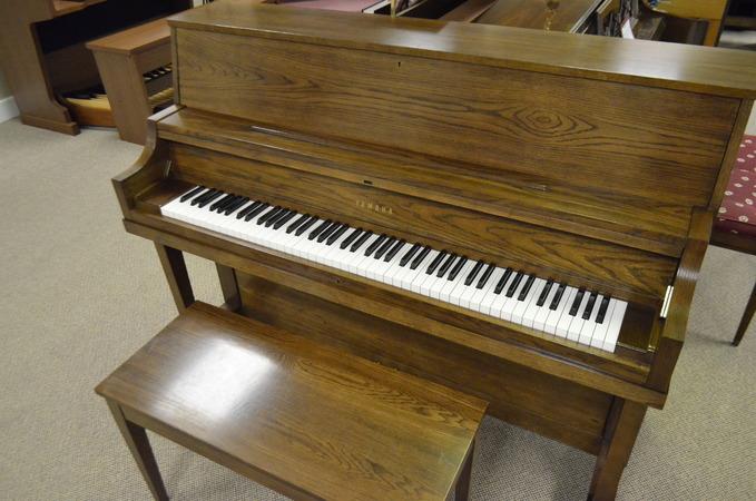 1985 yamaha p22 studio piano. Black Bedroom Furniture Sets. Home Design Ideas