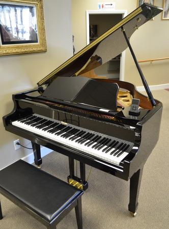 Ellington Baby Grand Piano
