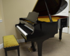 Yamaha 6 foot grand piano