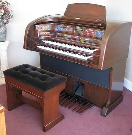 Lowrey Majesty Organ