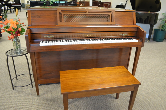1990 Yamaha M304 Console Piano - Upright - Console Pianos