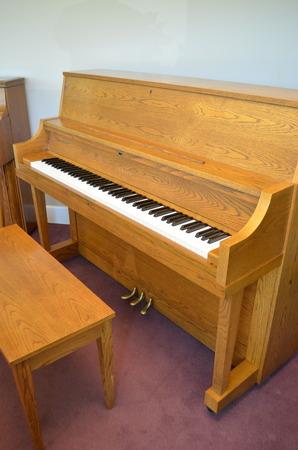 1987 yamaha p22 studio piano oak. Black Bedroom Furniture Sets. Home Design Ideas